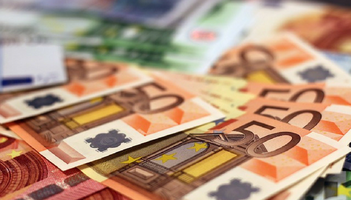 Concerns About the Euro Increase as The Political Crisis in Italy Intensifies