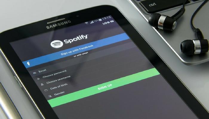 Daniel Ek har tjänat miljoner på aktier sedan Spotifys notering i april