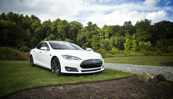 JP Morgan: Tesla kan falla upp till 40 procent innan året är över